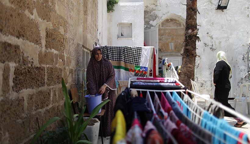 Παλαιστίνιες στο προαύλιο του ορθόδοξου ναού