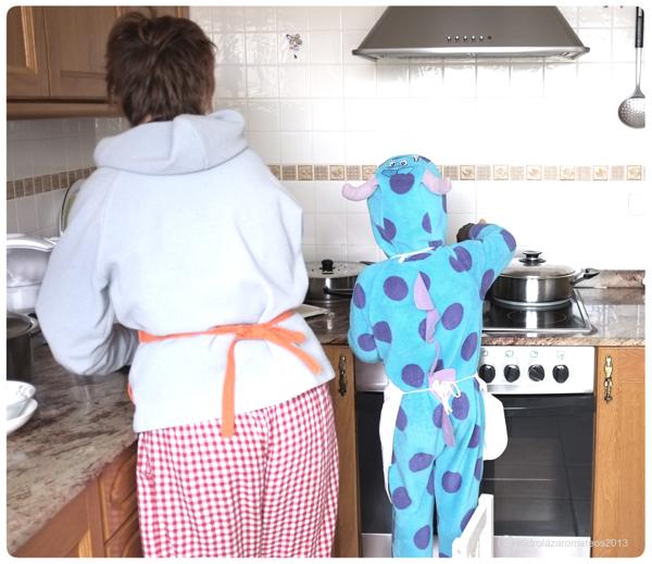 mamá y el niño cocinando