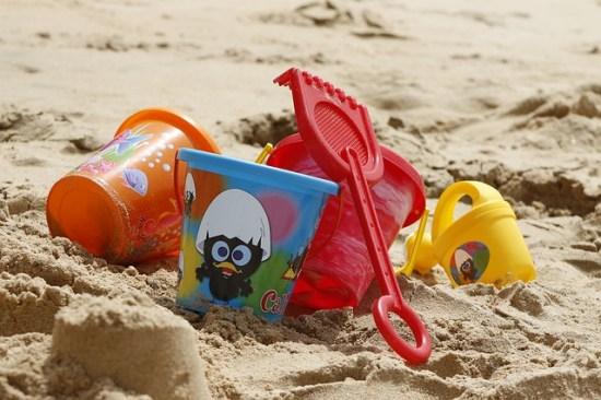 Cubos y palas de playa