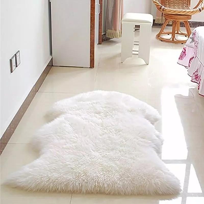 tapis fourrure peau de bete 55 90cm blanc