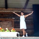 Pia dansar sommardans