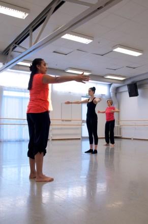 Ninnie går igenom dansteknik