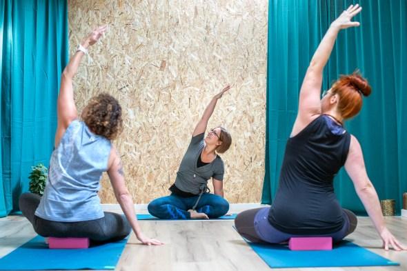 Välkommen till Zoloz Yogastudio i Skellefteå. Värme, kunskap, glädje, gemenskap