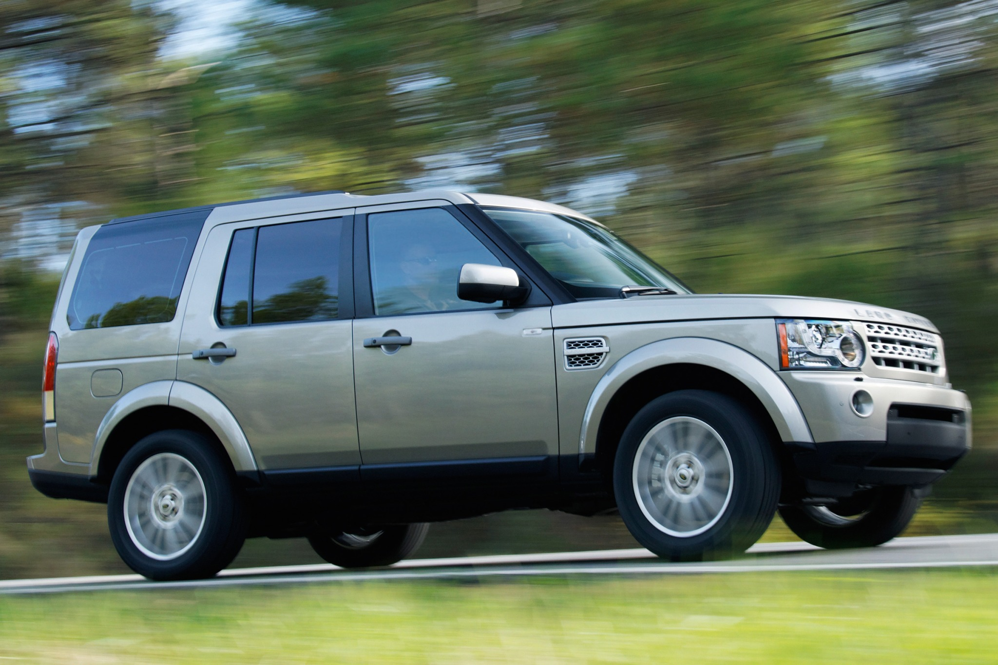 2010 Land Rover LR4 Information and photos ZombieDrive