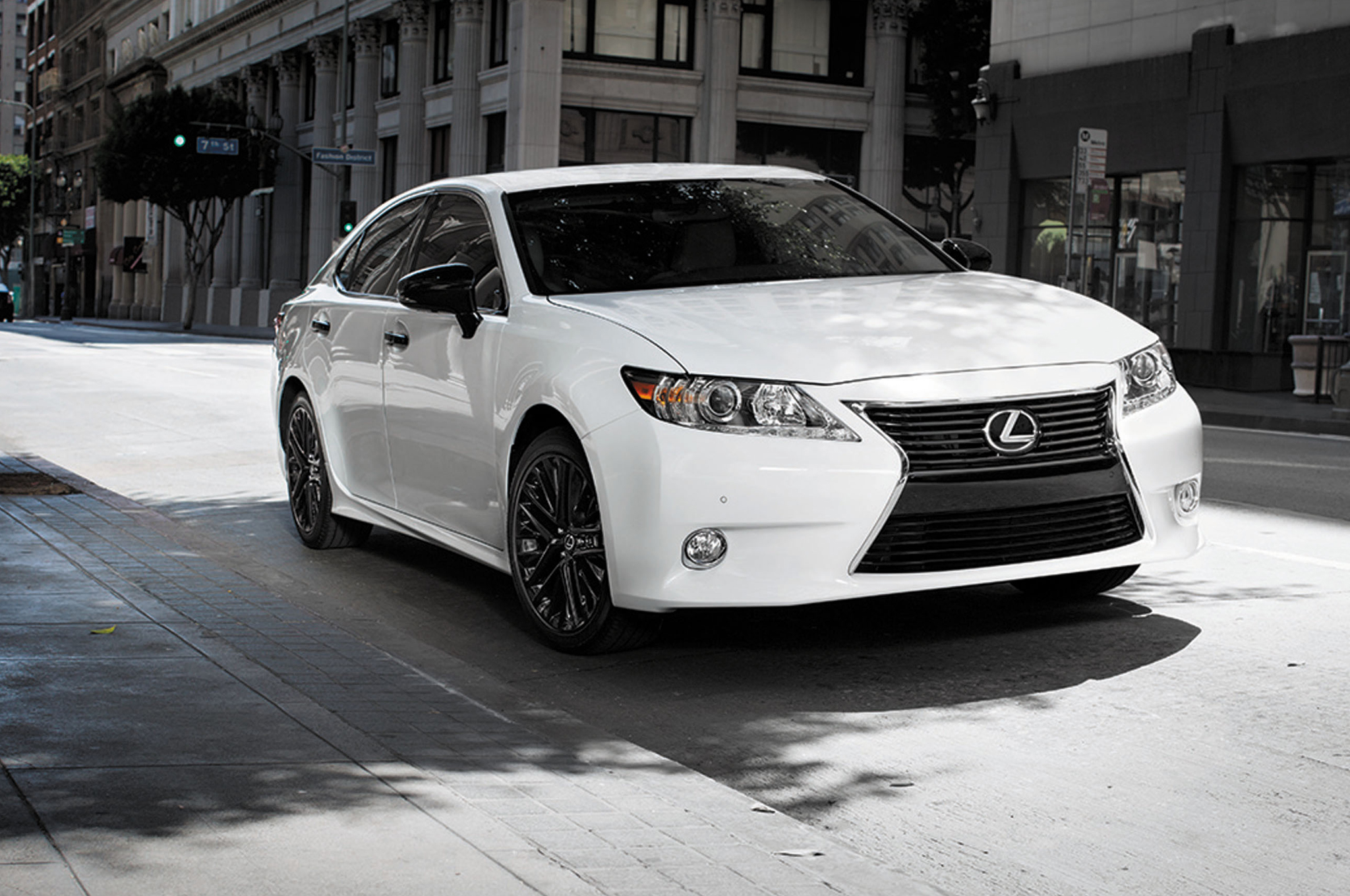 2015 Lexus ES 350 Information and photos ZombieDrive