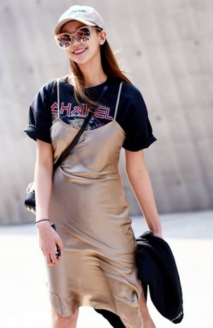 Slip-Dress-over-T-shirt.-Street-Per
