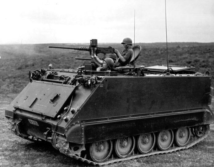 M-113A0 armado con una ametralladora pesada M-2 de 12,7mm. Vietnam del Sur sería la primera nación en utilizar al M-113 en combate. Imagen: US Army.