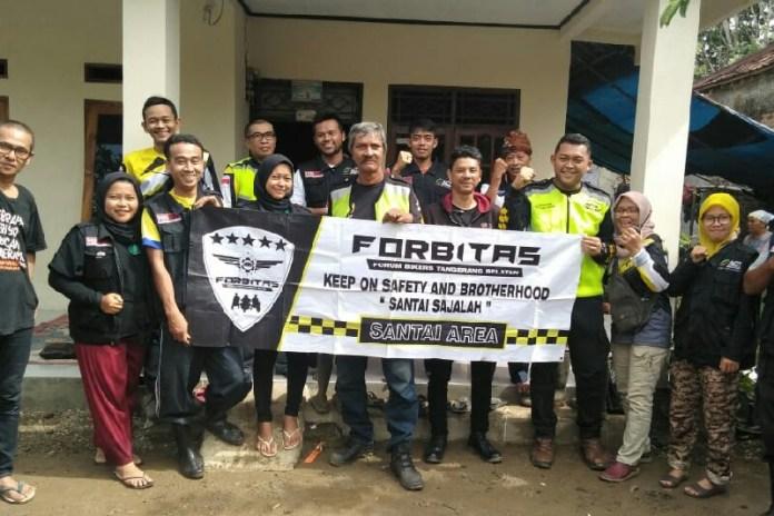 Membantu Penyintas Banjir Bandang