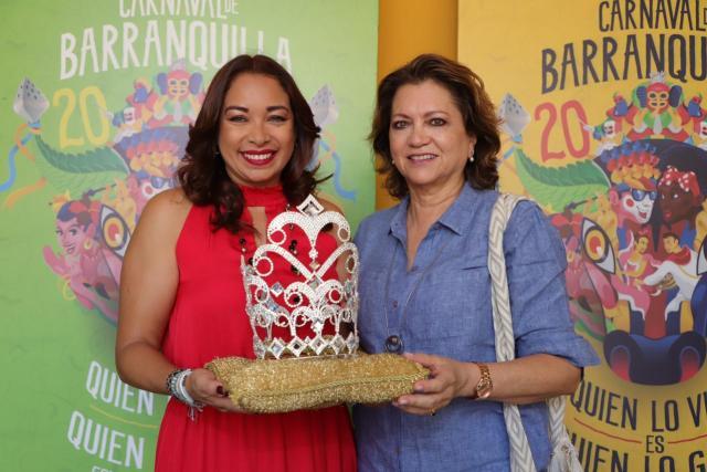 Rosmy Camargo, representante de la Organización Cultural y Folclórica Puerta de Oro y Carla Celia, directora de Carnaval S.A.S.
