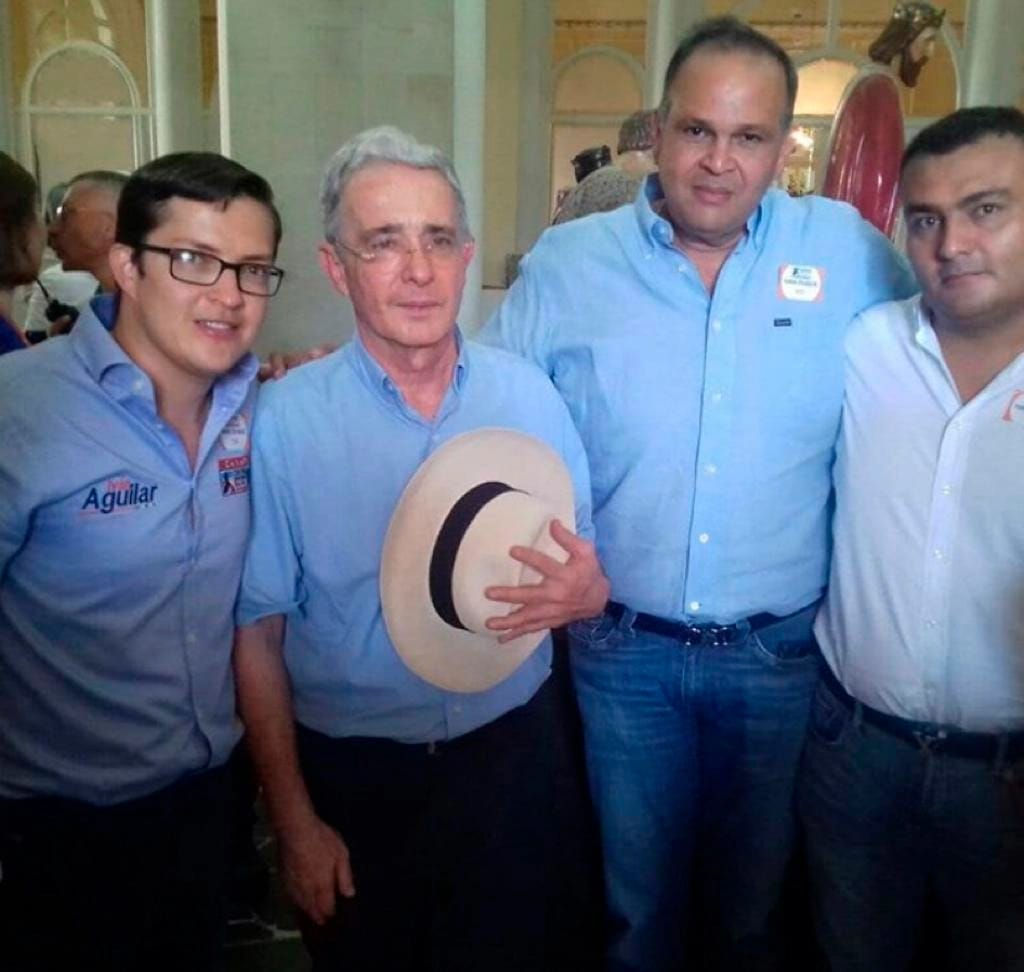 Álvaro Uribe Vélez y José Guillermo 'El Ñeñe' Hernández.