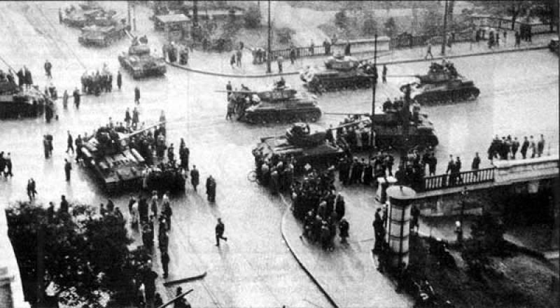 Carri armati per le strade di Budapest