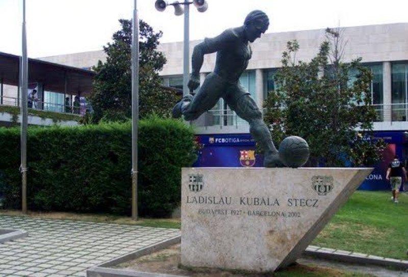 kubala-statue-1410796057