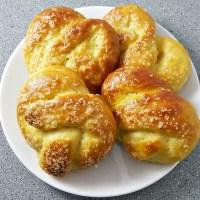 Soft Pretzels Small Batch Recipe - perfect size batch makes 4, so good!