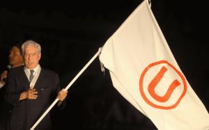 Mario Vargas Llosa: uno de los peruanos más importantes de la historia es hincha de Universitario.
