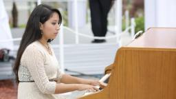 La música fue inspiradora y se notó la esmerada preparación del Coro y acompañamientos.
