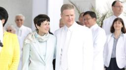 Élder Bedmar acompañado de su esposa dirigió las tres sesiones de Dedicación del Templo de Trujillo.