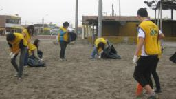 Miles de voluntarios mormones limpiaron diversas playas y riberas en varias ciudades del Perú. Foto: Cortesía Noticiasmormonas.org.pe