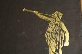 La primera edición del Libro de Mormón para África fue impreso en 1972 y contó con un hermoso ángel Moroni dorado.