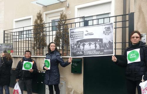 Protesta frente a la vivienda de Sáenz de Santamaría - (https://twitter.com/lulm)