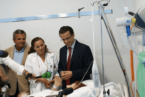 Lasquetty visita a una paciente (iberosphere.com)
