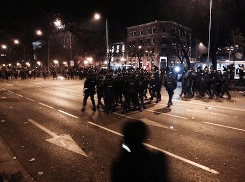 Agentes antidisturbios en Recoletos - TW @occupybarcelona