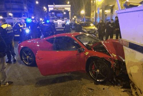 La Policía llega al lugar del accidente - TW El Mundo