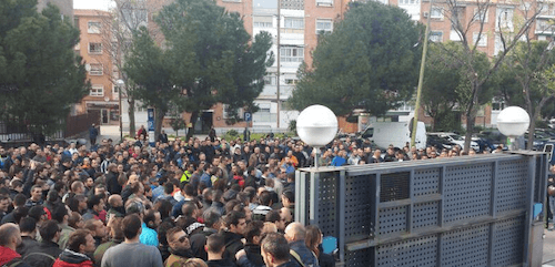 Agentes antidisturbios protestan ante la sede de la UIP - TW @cep_cepolicia