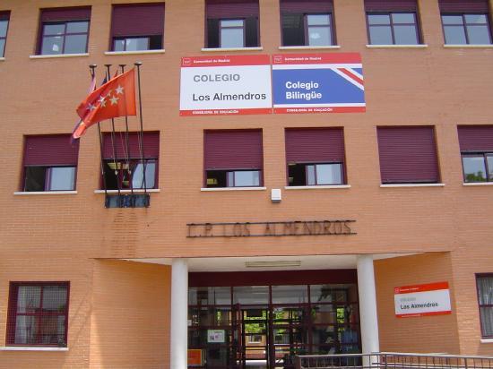 Fachada colegio bilingüe