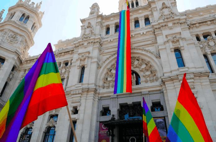 bandera-gay-ayuntamiento-madrid