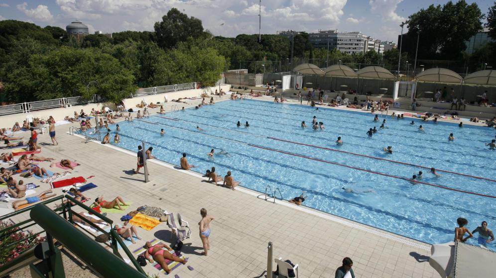 Zona retiro las piscinas de la comunidad abren este for Piscinas comunidad de madrid 2016