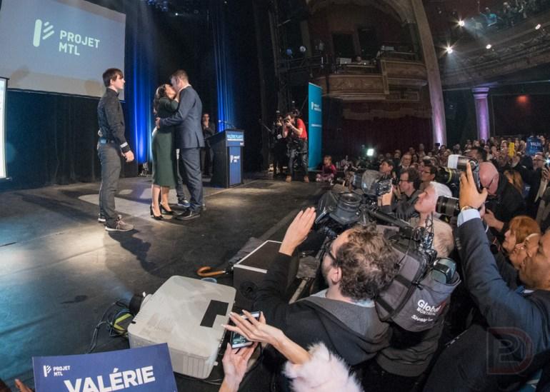Les caméras se sont régalées de la présence de la famille de Valérie Plante sur scène.