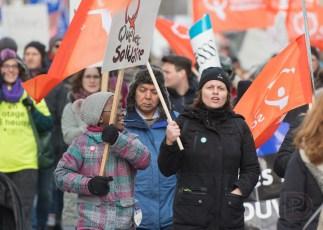 Manifestation «Dehors barrette» par Québec solidaire