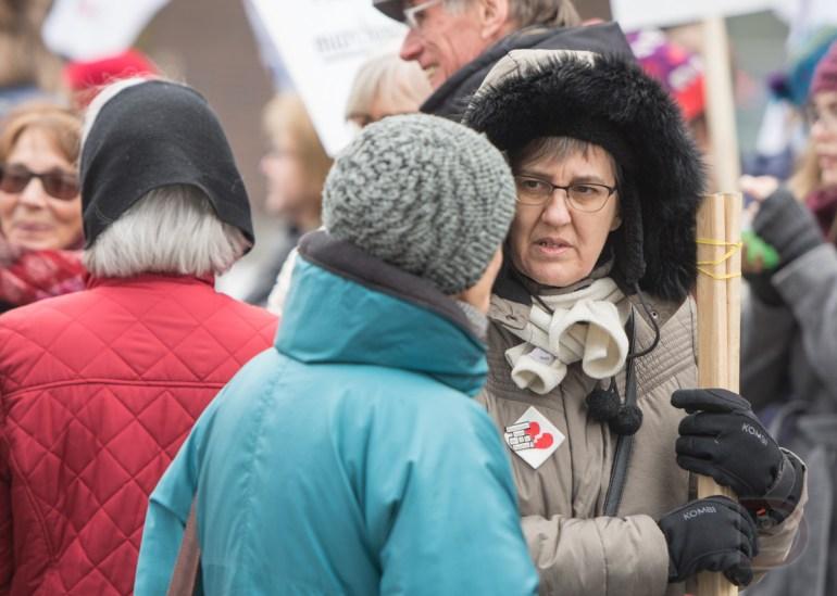 Environ 200 personnes ont manifesté pour une plus juste répartition des ressources dépensées en santé au Québec.