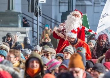 L'équipe du Père Noël pleure la fonte du Pôle Nord.