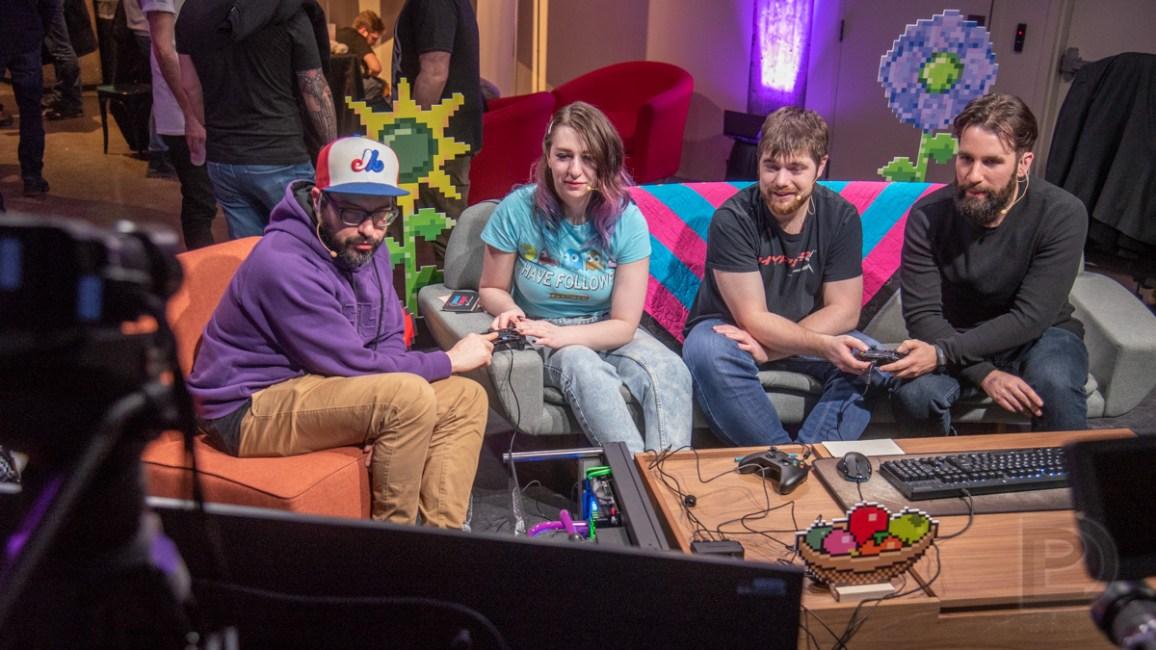 Laurent LaSalle, EmeiiLeiiy, AceGamerSam et Simon Forget sur la scène Twitch. DemoNight 2020.