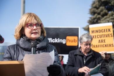 Julie Miville-Dechêne, sénatrice, militante féministe, ex-journaliste. Manifestation devant le bureau de Mindgeek (PornHub).