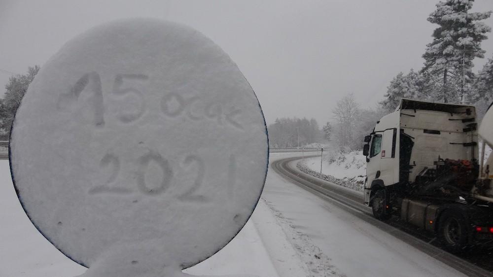 Zonguldak-Ereğli yolunda kar yağışı sürüyor