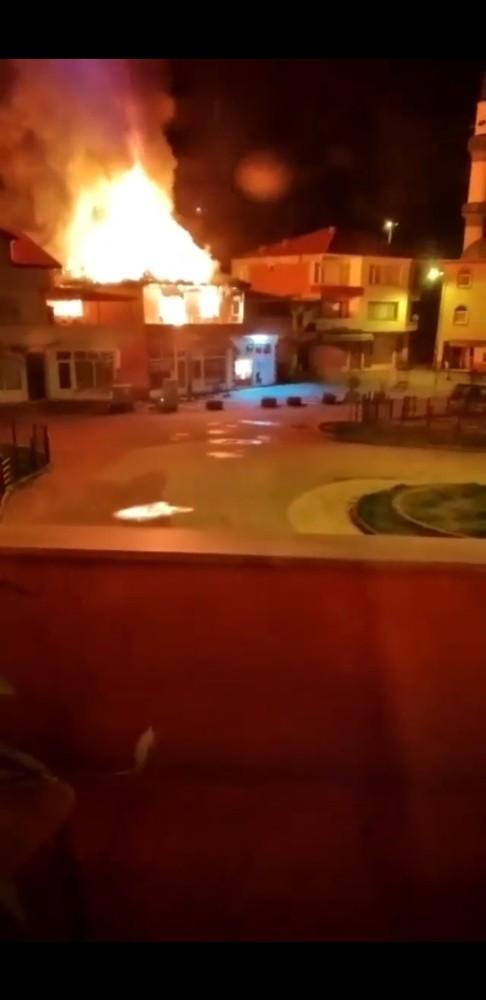 Karapınar'da korkutan yangın