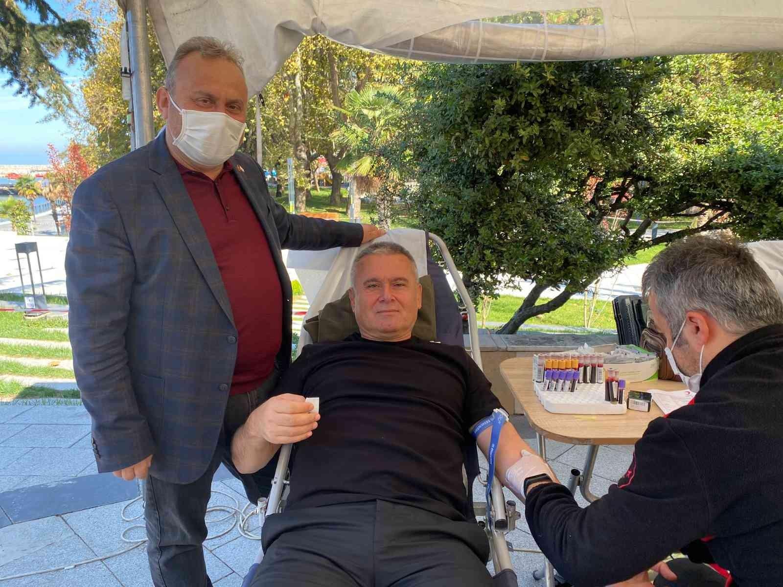 Koronavirüsü atlattı, kan bağışında bulunup hastalara destek oldu