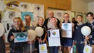 zonta-club-of-mt-barker-students-and-calendar3