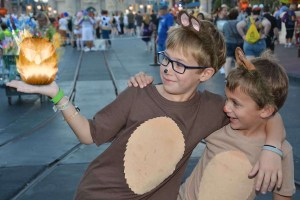 Chip and Dale costumes at MNSSHP