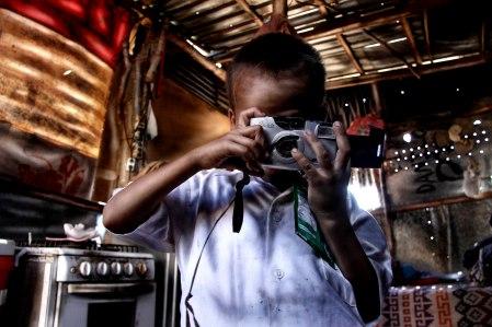 Valente juega a tomarse fotos