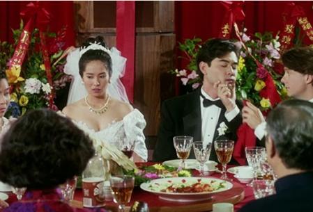 Wai-Tung, un joven empresario chino, vive con su novio en Nueva York, Simon, quien le propone casarse con su vecina inmigrante para evitar sospechas y presiones de sus padres, quienes, además, amenazan con su visita desde Taiwán. Los planes de una supuesta relación con Wei-Wei y la improvisación de una boda falsa traerán más problemas de los que imaginaron.