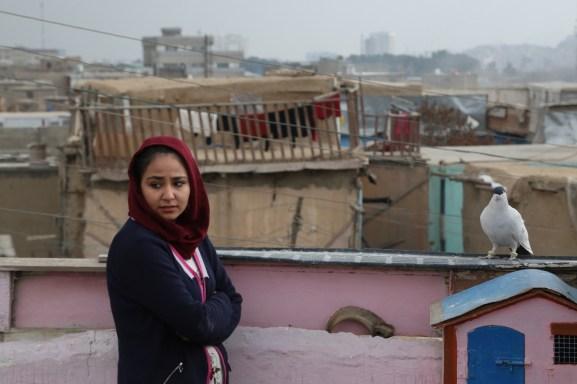 Sahraa Karimi: la cineasta afgana que logró salir de Kabul