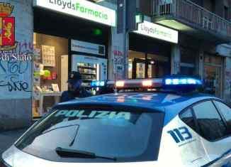 auto polizia davanti a farmacia