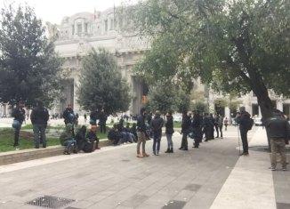 Controlli di polizia in stazione Centrale