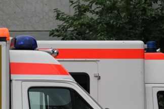 ambulance-974409_1280-324x216 Ennesima tragedia sul lavoro. Un macchinario schiaccia la testa di un operaio Lombardia Prima Pagina