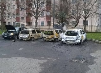 via Odezio auto bruciate