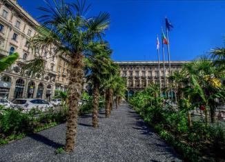 Milano Piazza Duomo palme starbucks