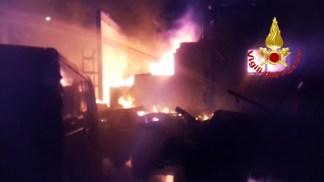 incendiogiamb-324x182 Incendi nella notte. Morto un uomo in via Tulipani Cronaca Milano Prima Pagina